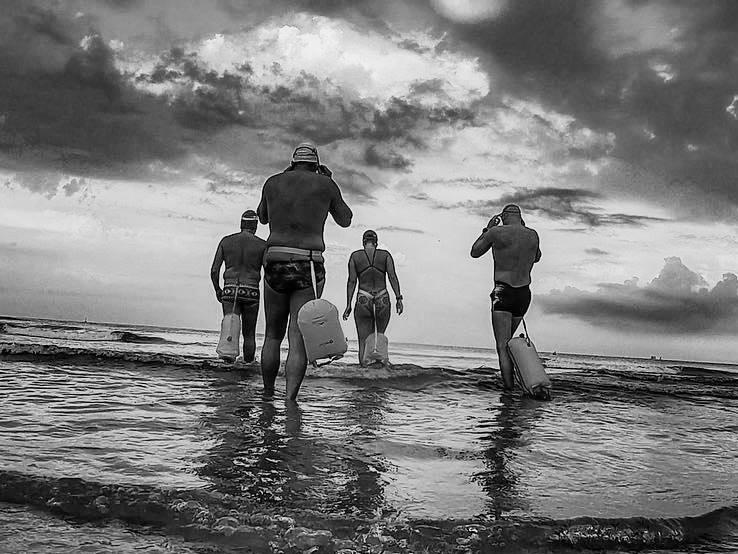 בוקר של ים וחברים